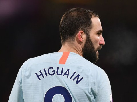 Gonzalo Higuain flops on PL debut as Chelsea fans boo Sarri on miserable night