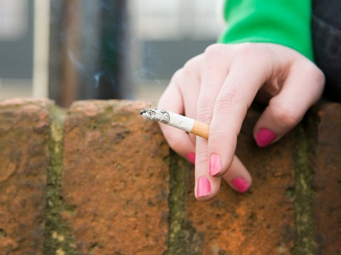 All smokers admitted to hospital will be offered help to quit by NHS