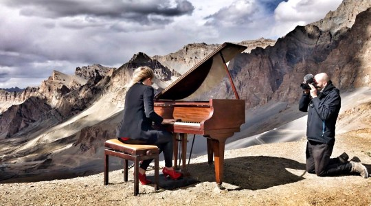 Musician performs world's highest classical concert on Himalayas