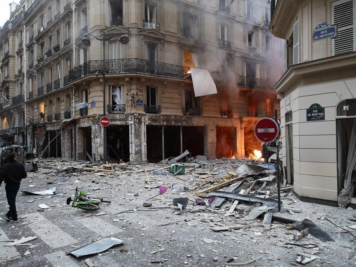 METRO GRAB TWITTER Explosion in Paris, France https://twitter.com/ferozwala/status/1084002027875659776