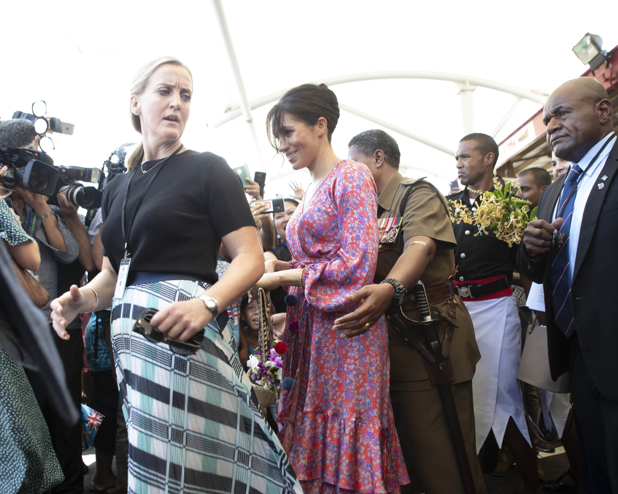 SUVA, FIJI - OCTOBER 24: Meghan, Duchess of Sussex visits a market on October 24, 2018 in Suva, Fiji. The Duke and Duchess of Sussex are on their official 16-day Autumn tour visiting cities in Australia, Fiji, Tonga and New Zealand. (Photo by Ian Vogler - Pool/Getty Images)