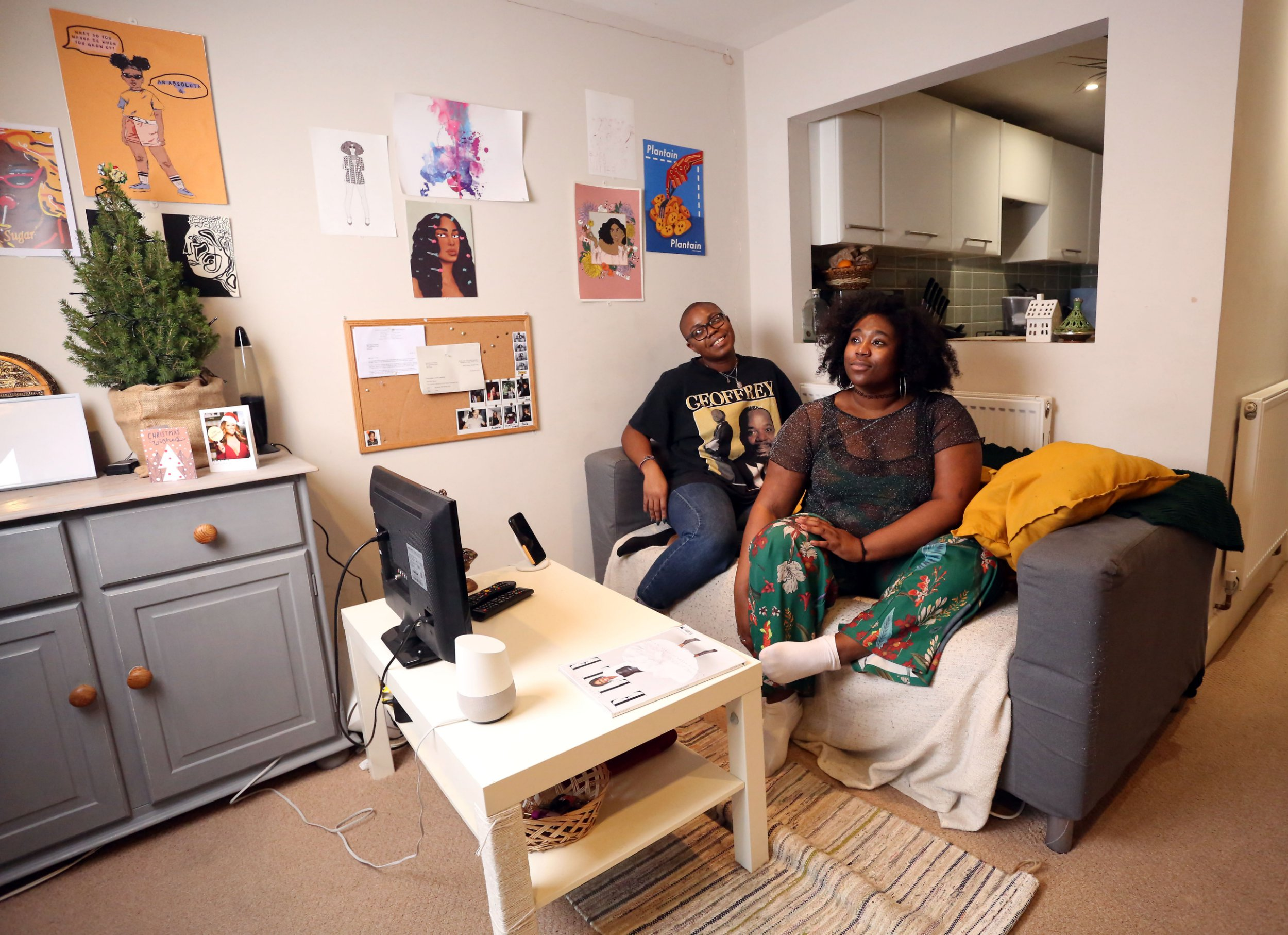 LONDON, UNITED KINGDOM, JANUARY 12TH 2019. WHAT I RENT: PECKHAM RYE Tenants Paula Akpan (left) and Rianna Walcott (right) are pictured in the living room of their two bedroomed flat in Peckham Rye, London, 12th January 2019. Paula pays ?635 and Rianna pays ?665 rent a month, not including bills. Photo credit: Susannah Ireland
