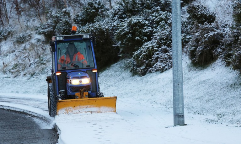 Weather warning from Met Office of snow and ice sweeping UK