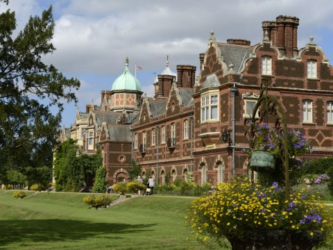 Where is the Sandringham estate and when does the Queen live there?