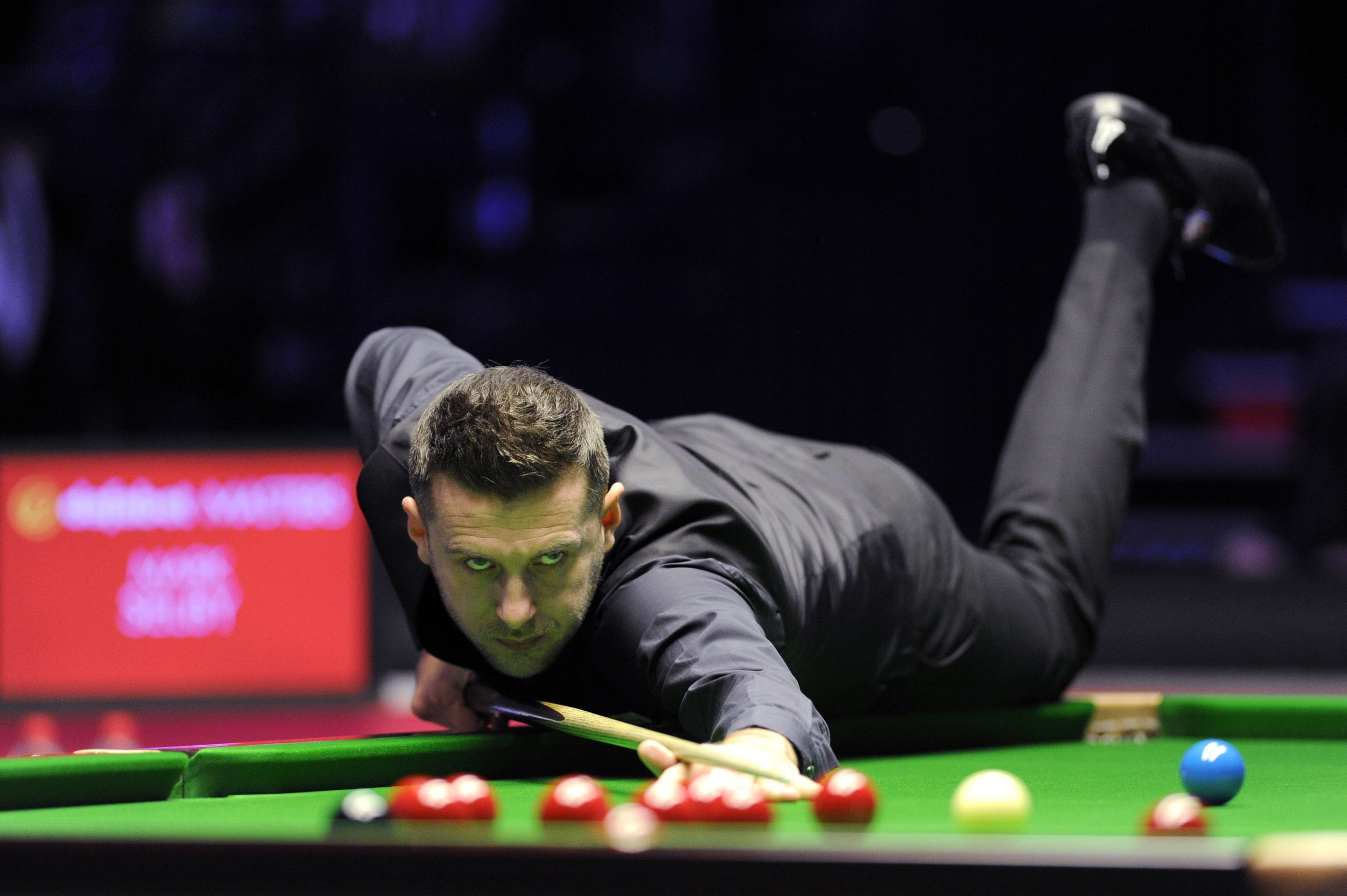 LONDON, ENGLAND - JANUARY 18: Mark Selby of England plays a shot during his quarter-final match against Judd Trump of England on day six of the 2019 Dafabet Masters at Alexandra Palace on January 18, 2019 in London, England. (Photo by Alex Burstow/Getty Images)