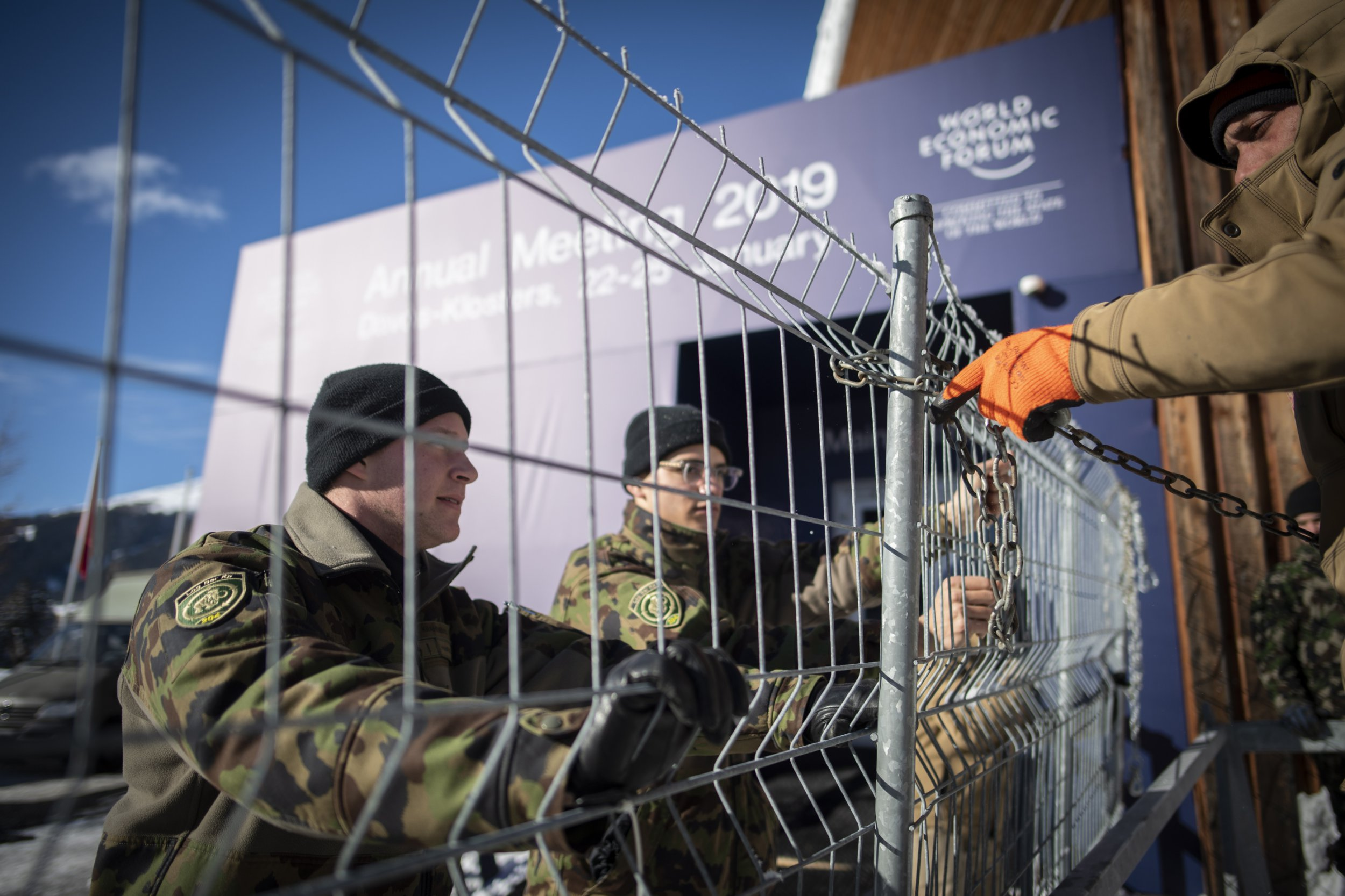 epa07302673 Soldiers set up fences in front of the congress centre, prior the 49th annual meeting of the World Economic Forum WEF 2019 in Davos, Switzerland, 20 January 2019. The meeting brings together enterpreneurs, scientists, chief executive and political leaders in Davos from 22 to 25 January. EPA/GIAN EHRENZELLER