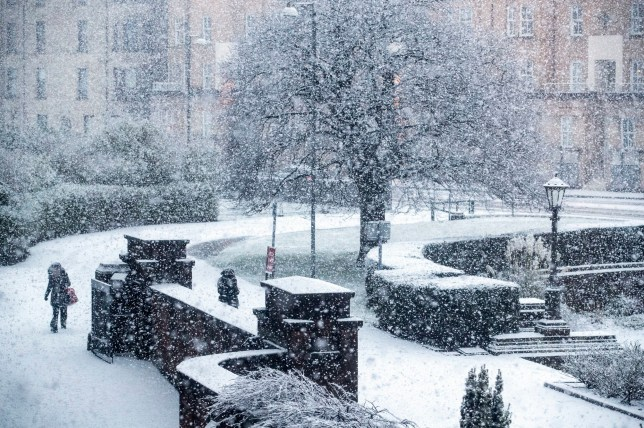 Heavy snow fall in Glasgow's West End. A band of wintry weather has brought hill snow and a risk of ice to large parts of the country. PRESS ASSOCIATION Photo. Picture date: Tuesday January 22, 2019. Yellow warnings of ice are to remain in place across most of the United Kingdom throughout Tuesday morning as cold air moves in behind the rain. Showers are forecast to continue to bring rain, sleet or snow at times as the day progresses, although significant flurries are expected to remain limited to higher ground. See PA story WEATHER Cold. Photo credit should read: Jane Barlow/PA Wire