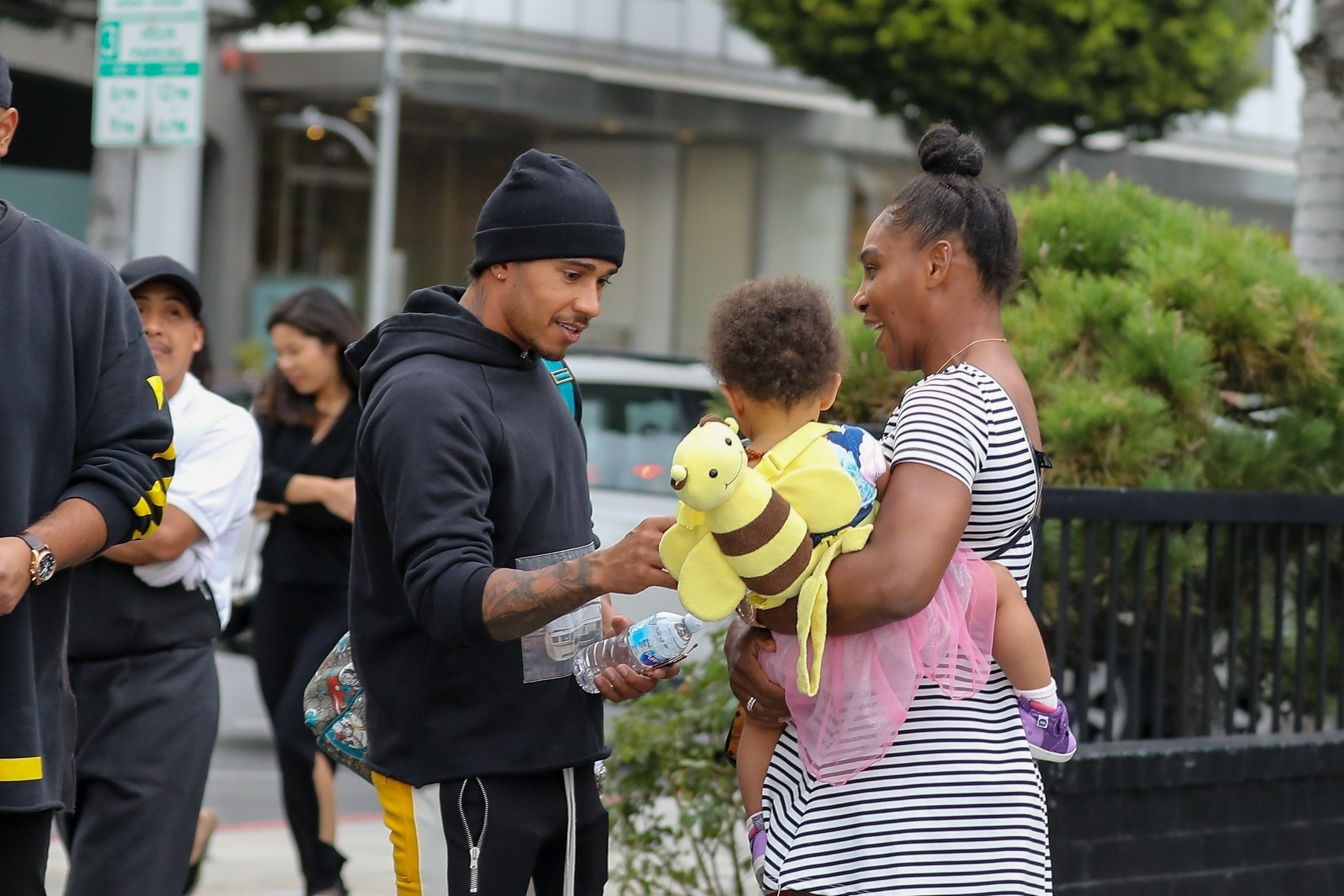 Beverly Hills, CA - *EXCLUSIVE* Serena Williams and Lewis Hamilton bump into each other while shopping at XIV Karats, Ltd in Beverly Hills. Serena carries her daughter Alexis on her hip as she chats with the race car driver on the way back to their cars. Pictured: Serena Williams, Lewis Hamilton, Alexis Olympia Ohanian Jr. BACKGRID USA 29 JANUARY 2019 USA: +1 310 798 9111 / usasales@backgrid.com UK: +44 208 344 2007 / uksales@backgrid.com *UK Clients - Pictures Containing Children Please Pixelate Face Prior To Publication*