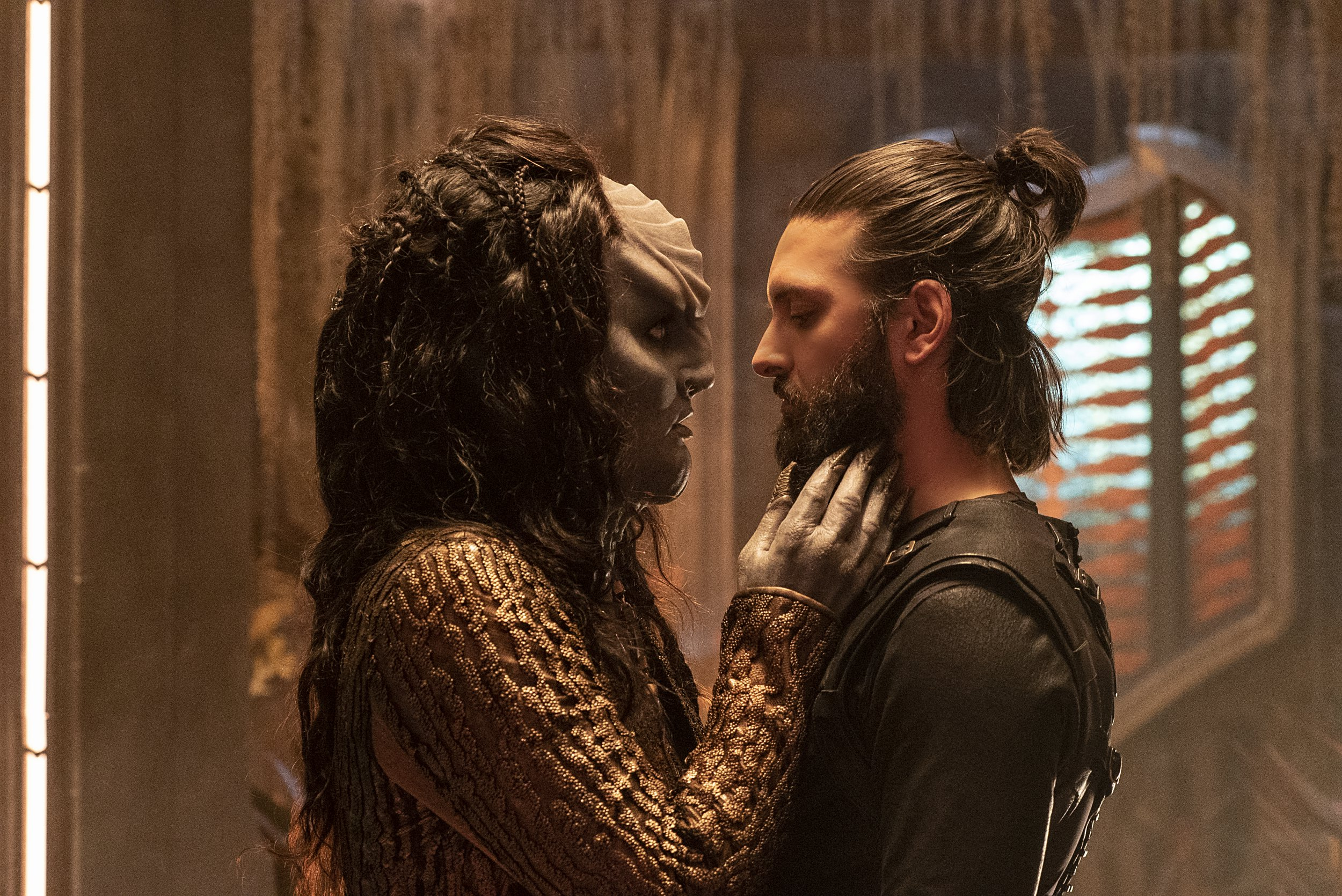 """Point of Light"" -- Ep #203 - Pictured (l-r): Mary Chieffo as L?Rell; Shazad Latif as Ash Tyler of the CBS All Access series STAR TREK: DISCOVERY. Photo Cr: Michael Gibson/CBS ? 2018 CBS Interactive. All Rights Reserved."