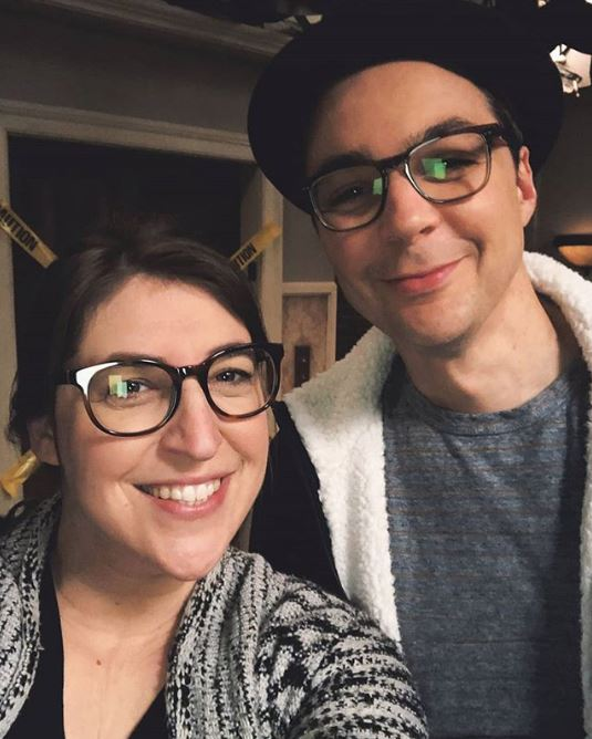 The Big Bang Theory stars Mayim Bialik and Jim Parsons make a spectacle of themselves in behind the scenes pic
