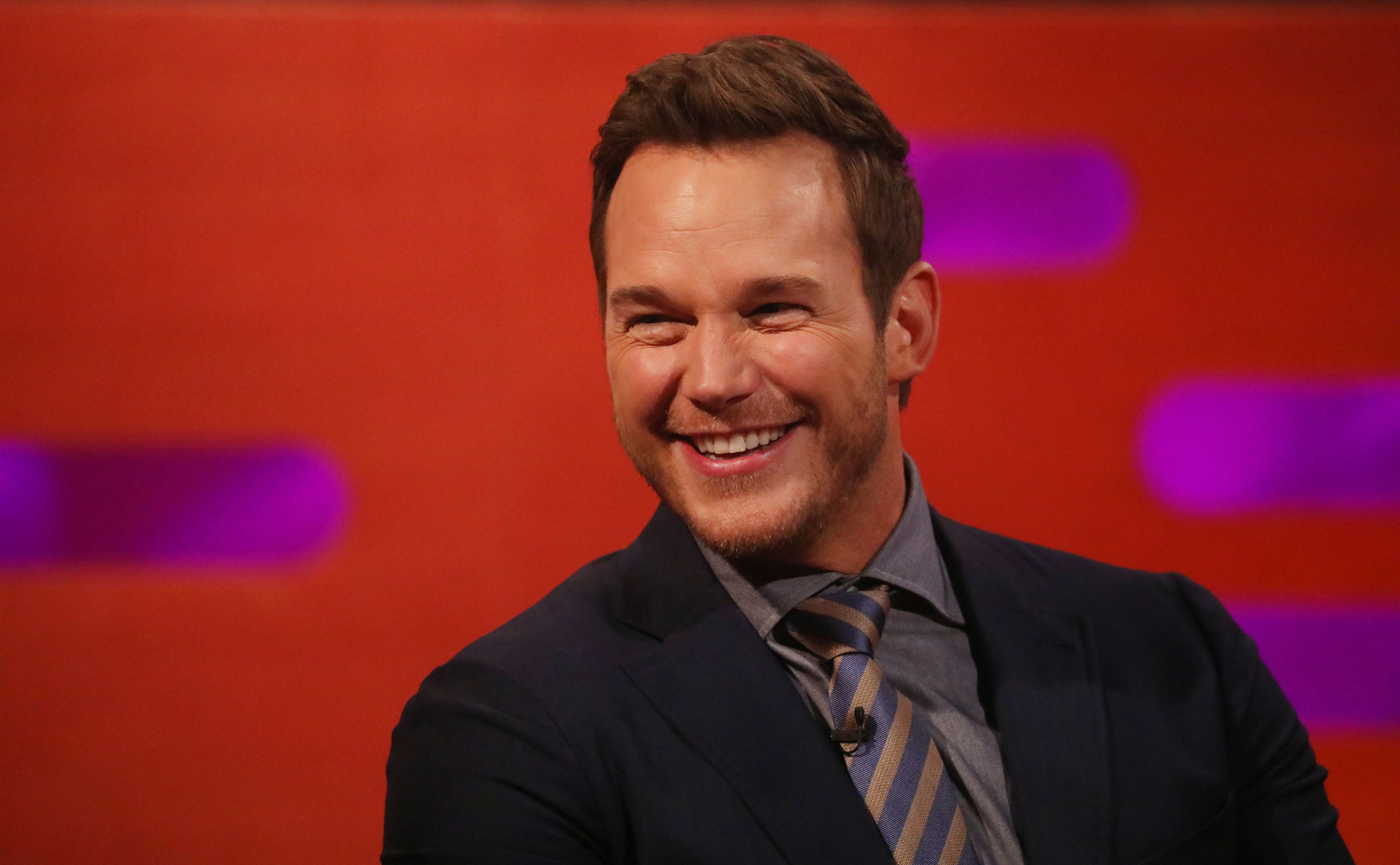 Chris Pratt showcases English accent and knack for innuendos alongside Paul Whitehouse in incredible scenes