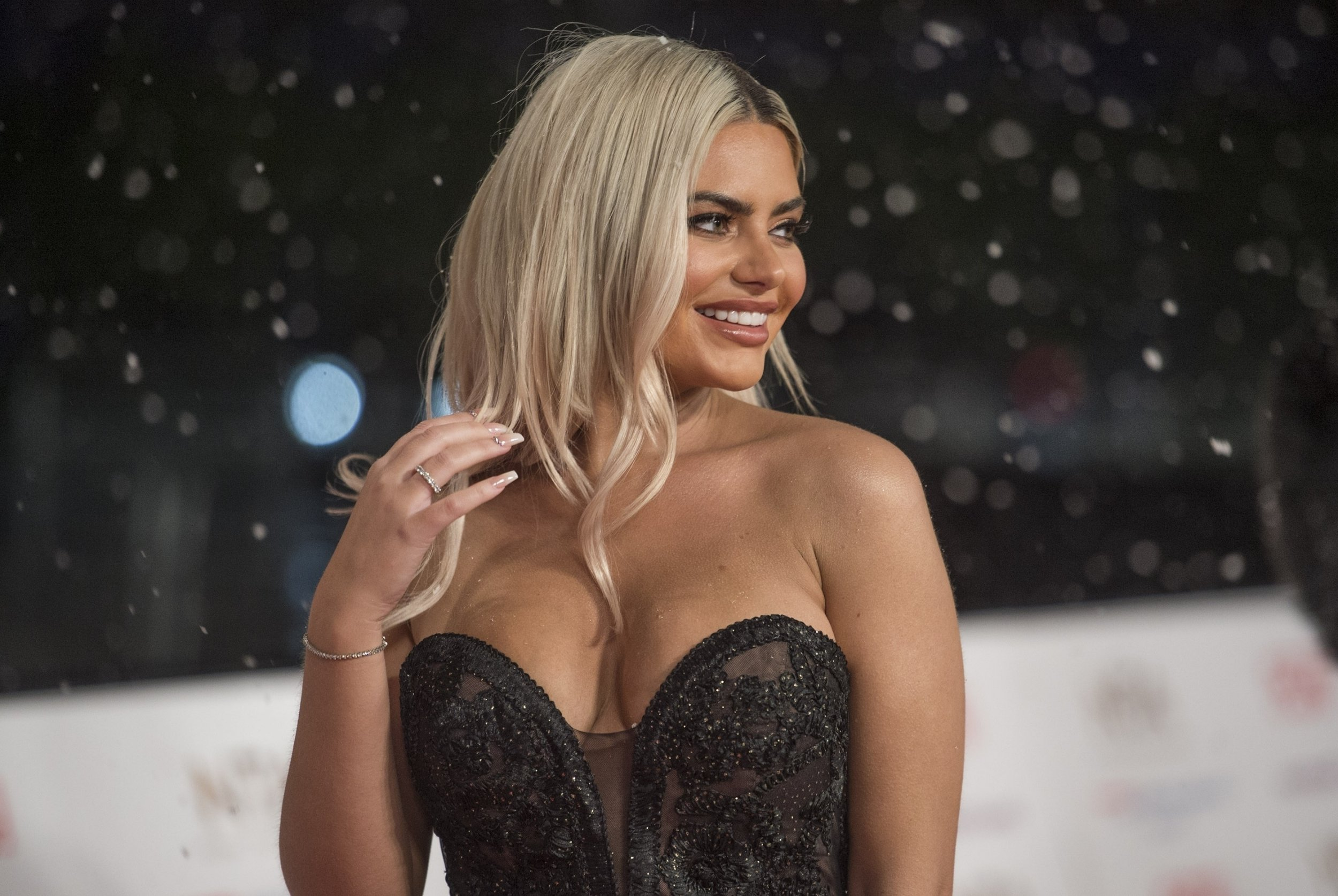 BGUK_1464031 - London, UNITED KINGDOM - Celebrities attend the National Television Awards held at The O2 Arena in London. Pictured: Megan Barton Hanson BACKGRID UK 22 JANUARY 2019 BYLINE MUST READ: TIMMSY / BACKGRID UK: +44 208 344 2007 / uksales@backgrid.com USA: +1 310 798 9111 / usasales@backgrid.com *UK Clients - Pictures Containing Children Please Pixelate Face Prior To Publication*