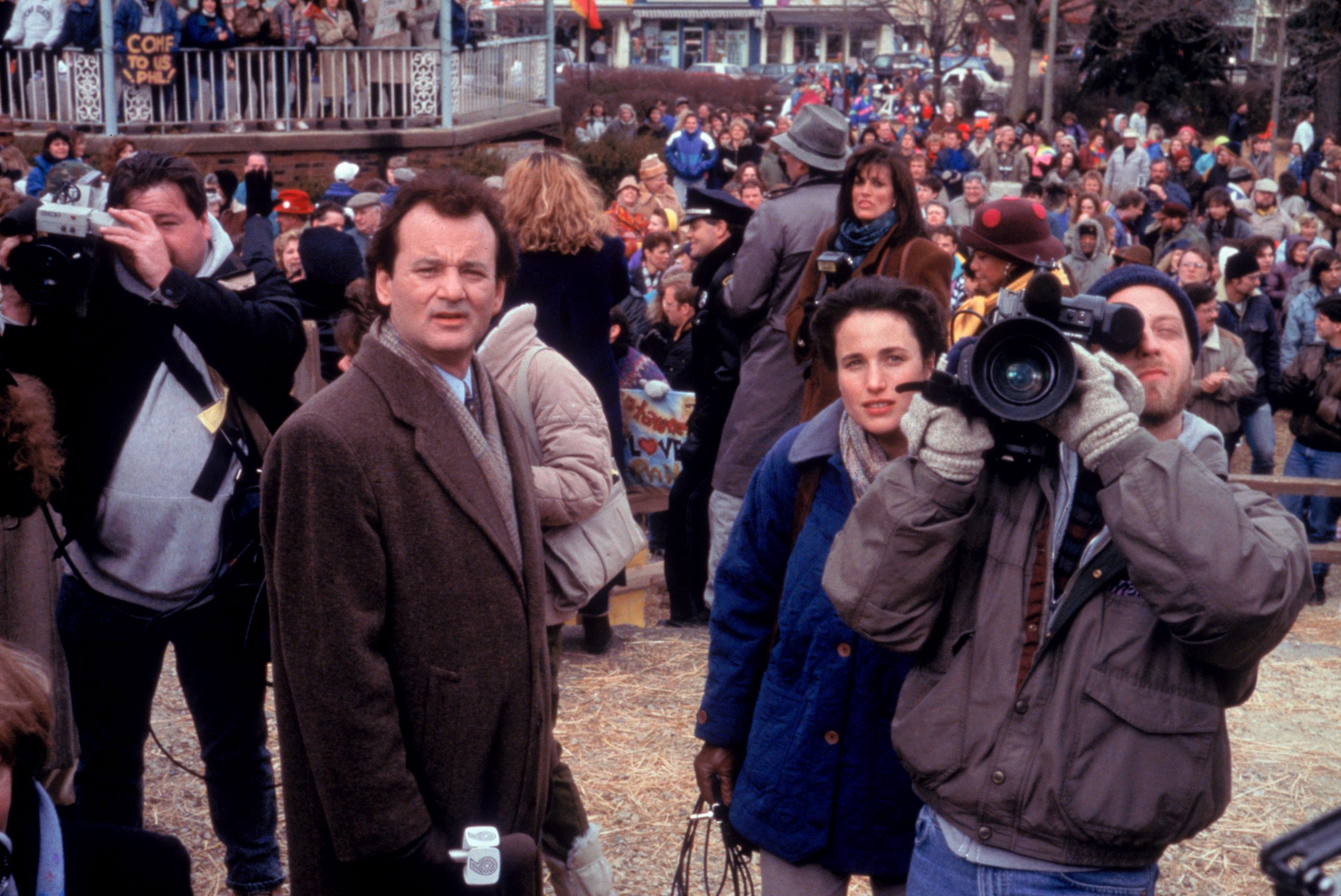 Editorial use only. No book cover usage. Mandatory Credit: Photo by Columbia/Kobal/REX/Shutterstock (5883080s) Bill Murray, Andie Macdowell, Chris Elliott Groundhog Day - 1993 Director: Harold Ramis Columbia Pictures USA Scene Still Comedy Un jour sans fin