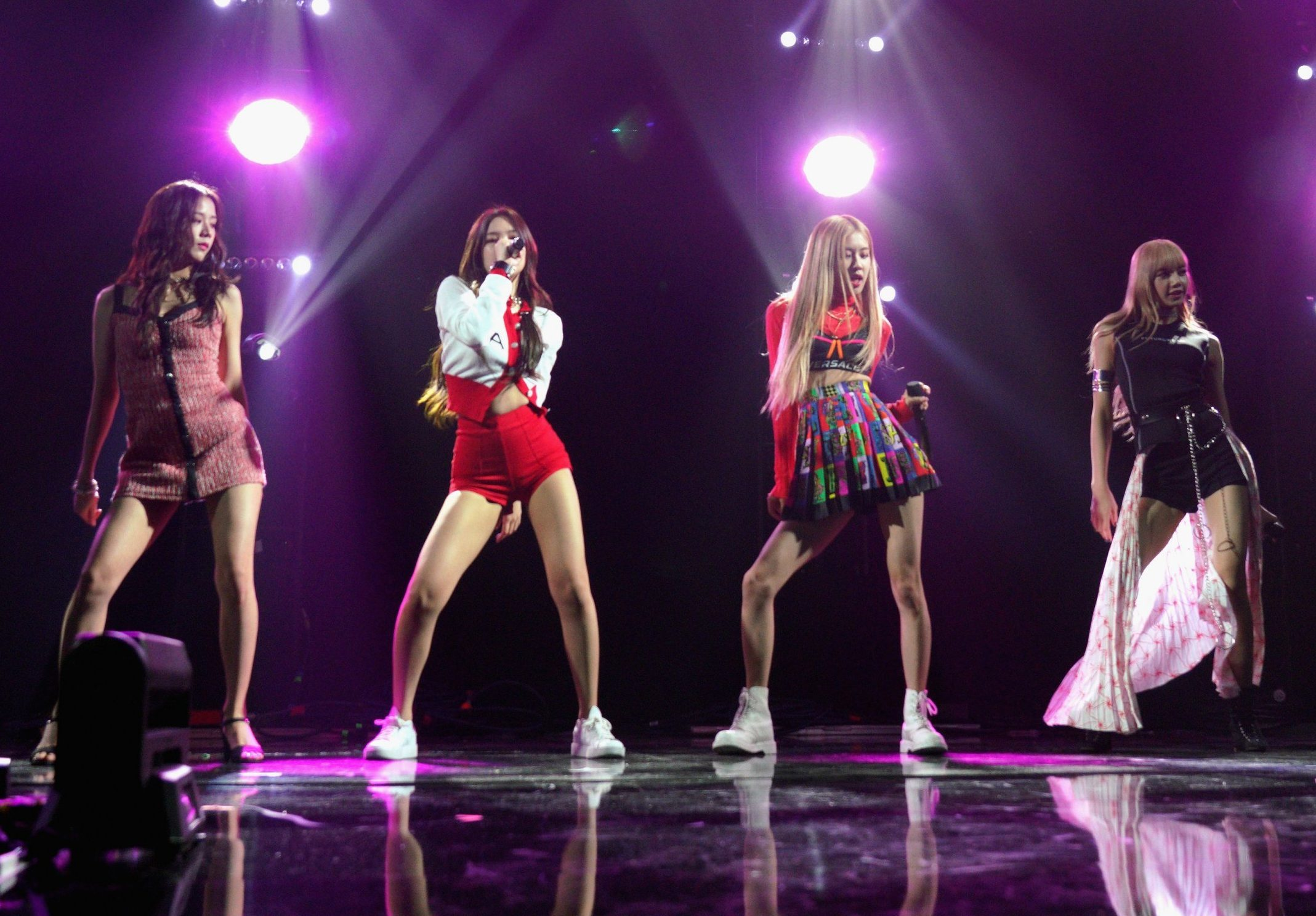 LOS ANGELES, CA - FEBRUARY 09: BlackPink performs during Sir Lucian Grainge's 2019 Artist Showcase Presented by Citi during The Row on Feb 9, 2019 in Los Angeles, California. (Photo by JC Olivera/Getty Images for Universal Music Group)