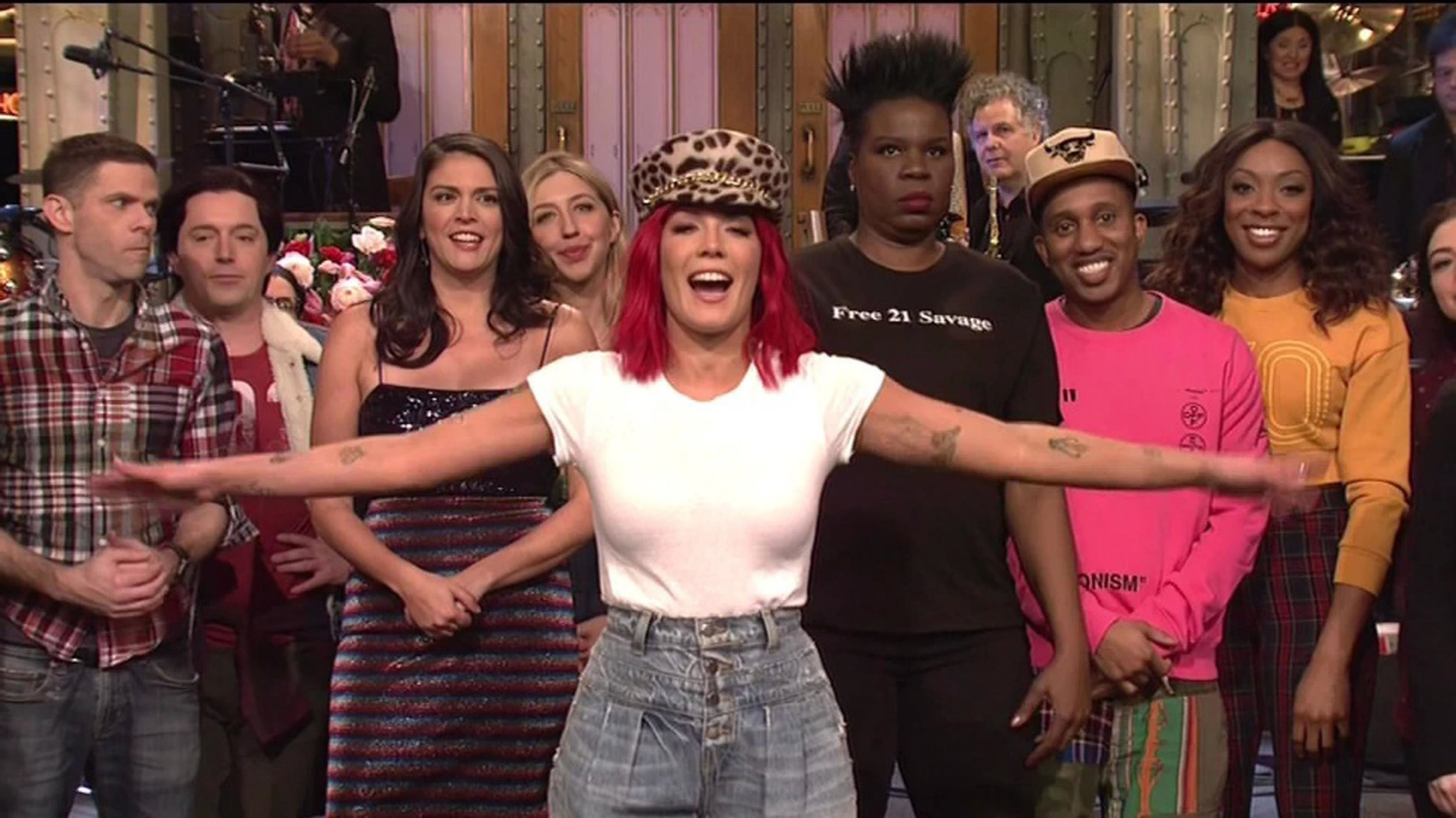 Kelly Clarkson fangirls over Halsey as she hosts Saturday Night Live