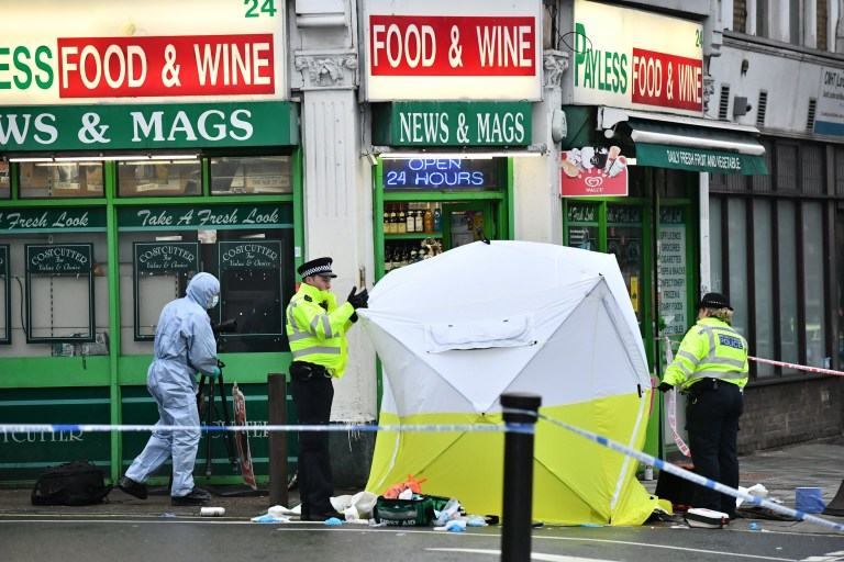 ?? Licensed to London News Pictures. 10/02/2019. London, UK. The scene on Lordship Lane in East Dulwich, south London where a man, believed to be in his 30's, was stabbed to death in the early hours of this morning. Photo credit: Ben Cawthra/LNP