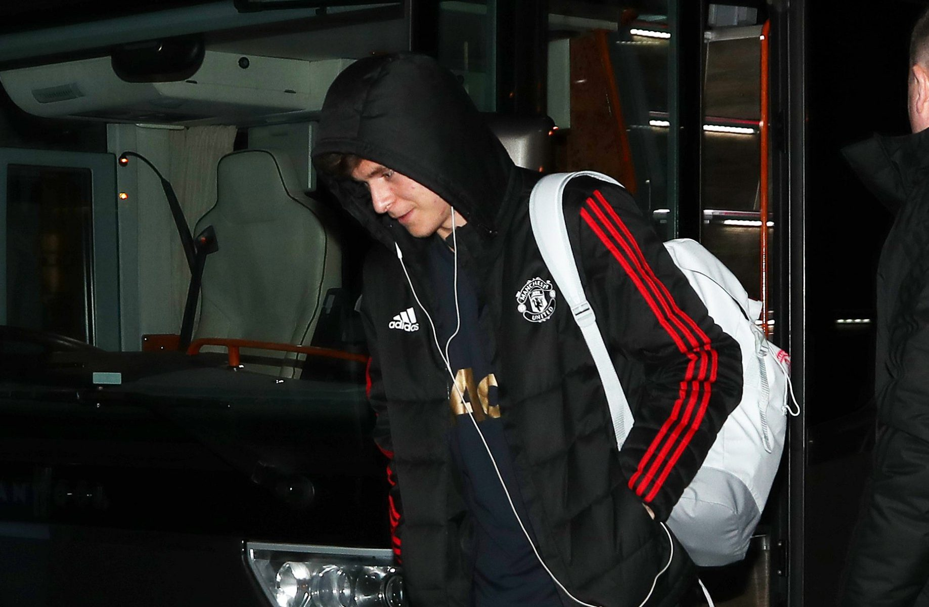 11.2.19??????. The Manchester United team arrive at the Hilton Garden Hotel at Old Trafford Cricket Ground on Monday for their Champions League match against PSG on Tuesday. The hotel is 1000 yards away from Old Trafford Football Stadium ????????????. Victor Lindelof.