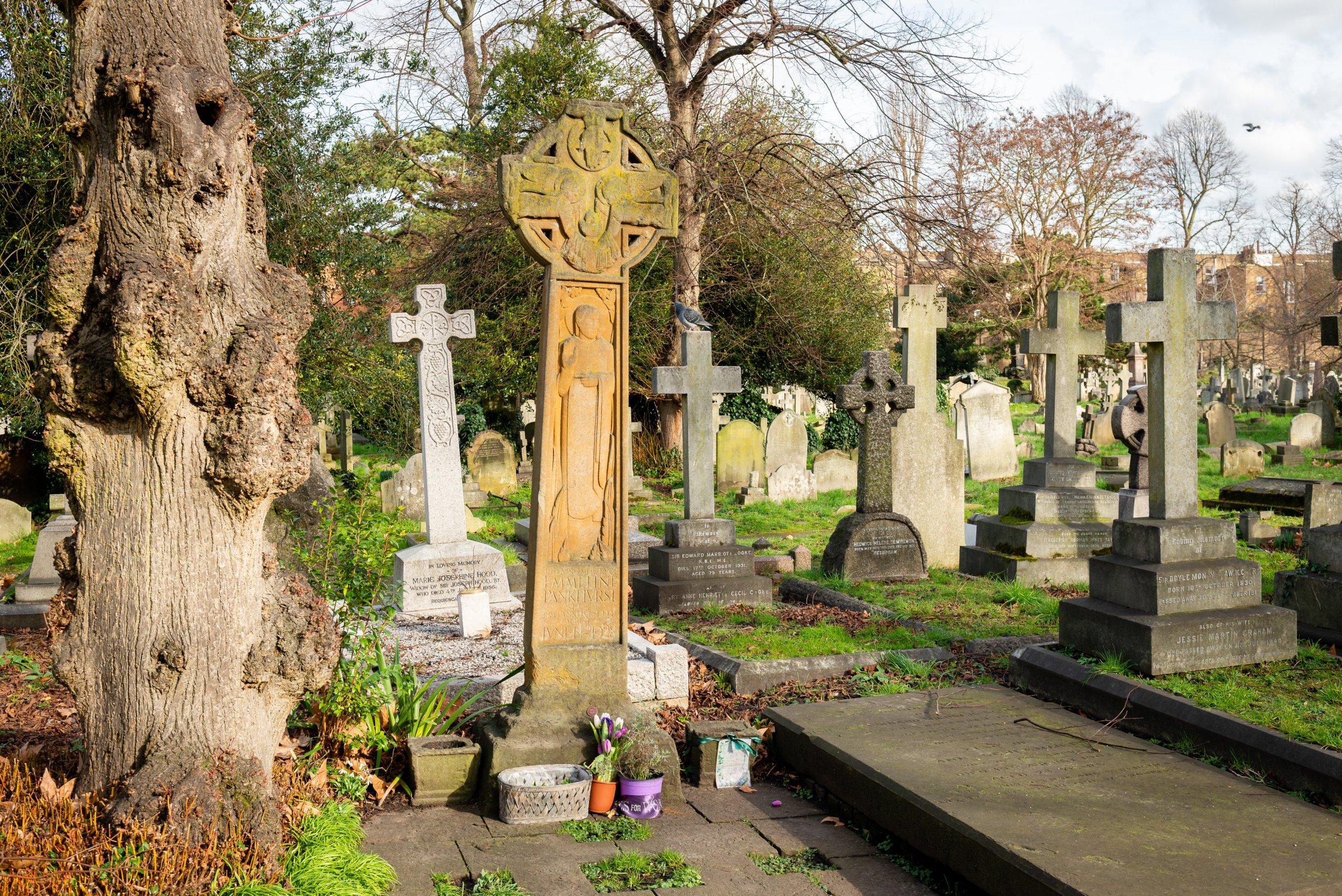 LGBT cemetery tour - Laura Abernethy