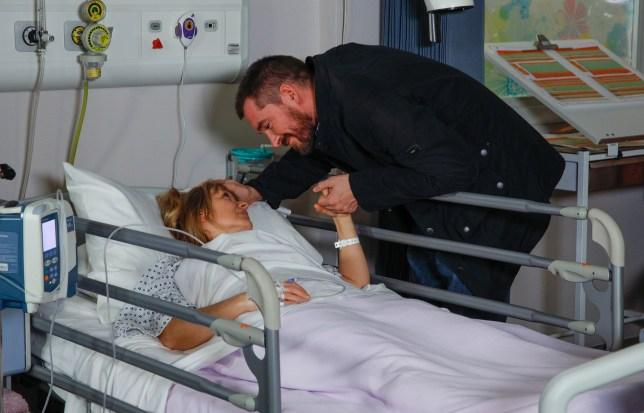 Pete speaks to Rhona in hospital in Emmerdale