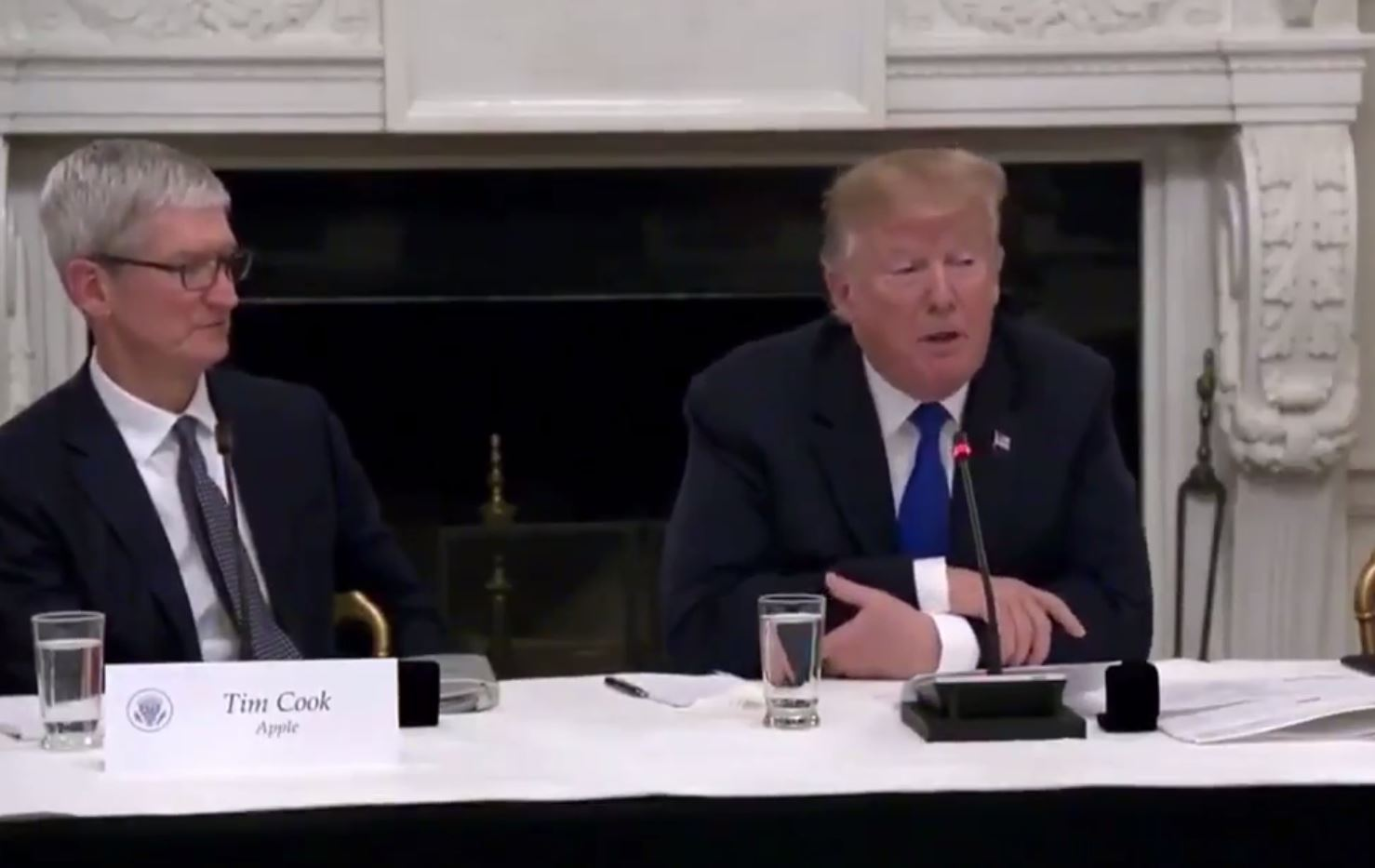 Donald Trump just referred to Tim Cook as 'Tim Apple'