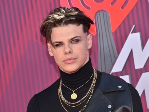 Yungblud 'stranded in UK' after passport is stolen, so decides to play Isle Of Wight