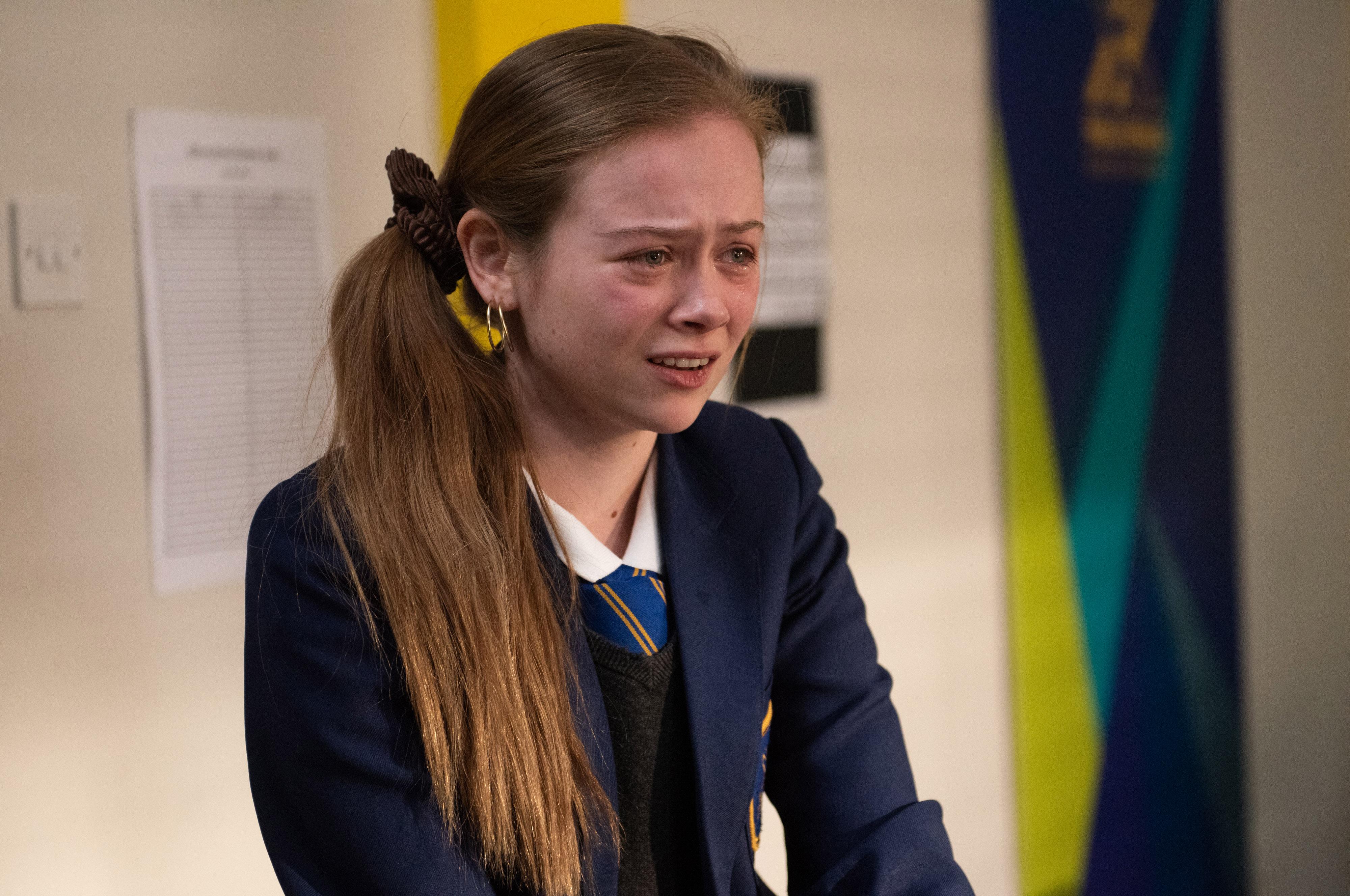 Hollyoaks spoilers: Scandal as schoolgirl Juliet Quinn reveals her love for Darren Osborne