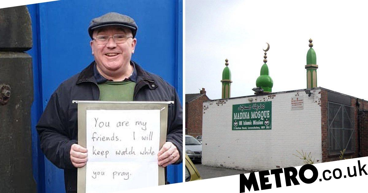 Christian tells Muslims he 'will keep watch while you pray'
