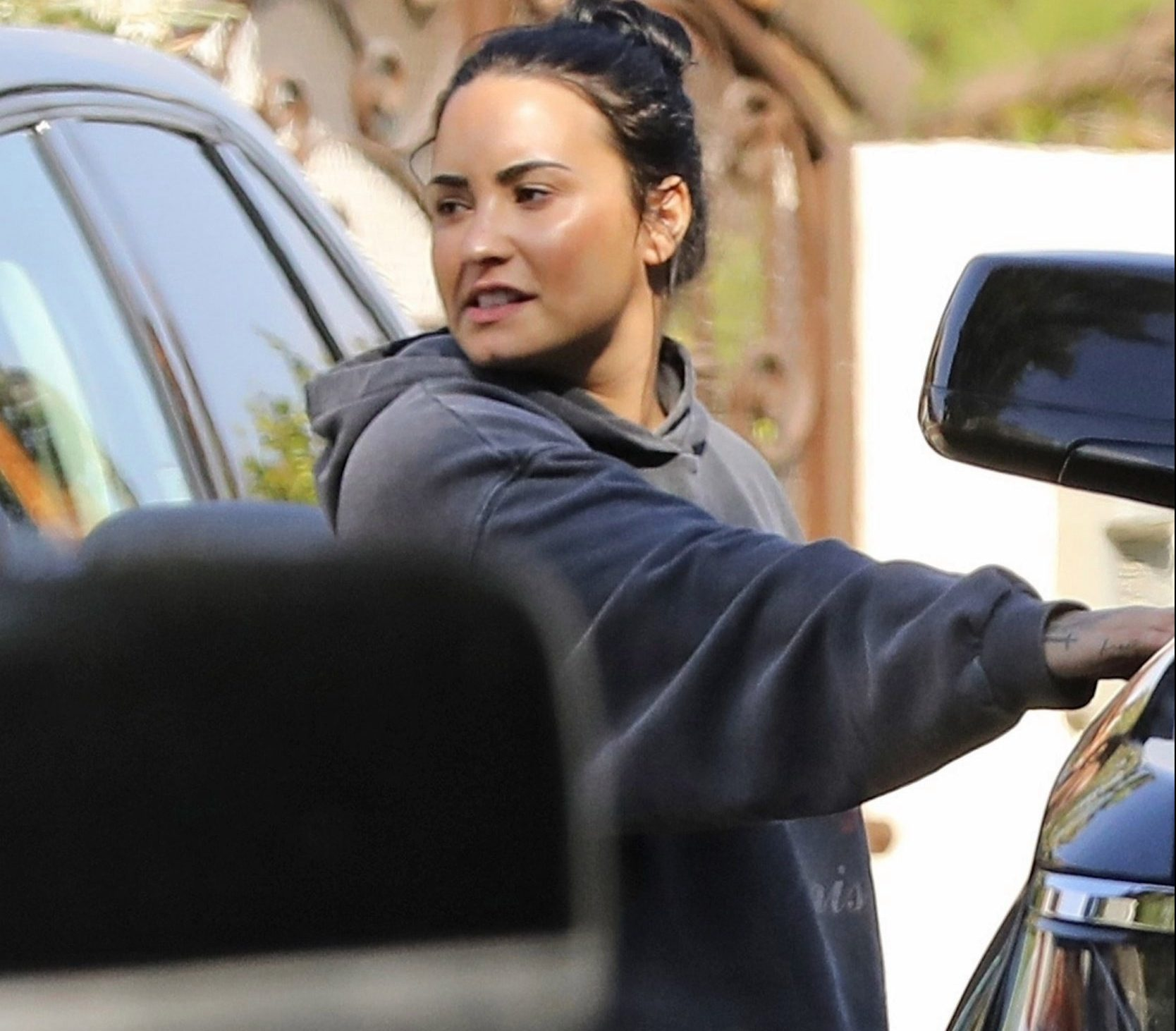 *PREMIUM-EXCLUSIVE* Los Angeles, CA - Demi Lovato leaves Unbreakable Performance gym Center before a trip to Flawless Laser Center in LA after staying almost the entire month at a Rehab in Kauai. **PRINT ONLY** Pictured: Demi Lovato BACKGRID USA 28 FEBRUARY 2019 USA: +1 310 798 9111 / usasales@backgrid.com UK: +44 208 344 2007 / uksales@backgrid.com *UK Clients - Pictures Containing Children Please Pixelate Face Prior To Publication*