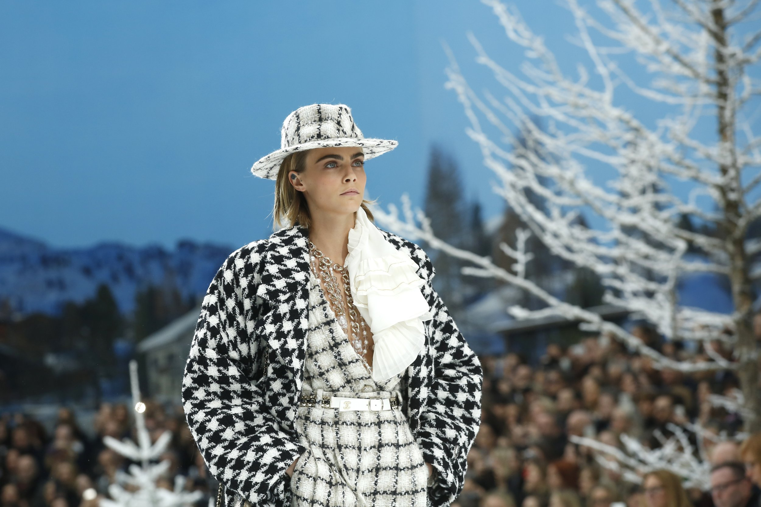 Cara Delevingne makes a return to the catwalk to honour Karl Lagerfeld in Chanel show and she's still got it