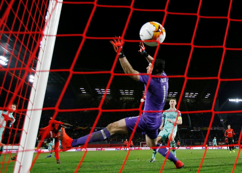Soccer Football - Europa League - Round of 16 First Leg - Stade Rennes v Arsenal - Roazhon Park, Rennes, France - March 7, 2019 Stade Rennes' Ismaila Sarr scores their third goal past Arsenal's Petr Cech Action Images via Reuters/Paul Childs