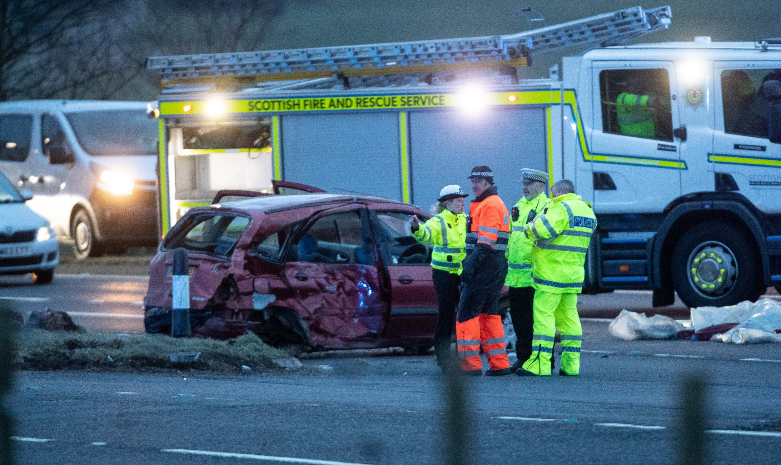 FATAL CRASH ON THE A90 SOUTH OF STONEHAVEN PIC OF EMERGENCY SERVICES AT THE SCENE ON THE MAIN ABERDEEN TO DUNDEE ROAD PIC DEREK IRONSIDE / NEWSLINE MEDIA