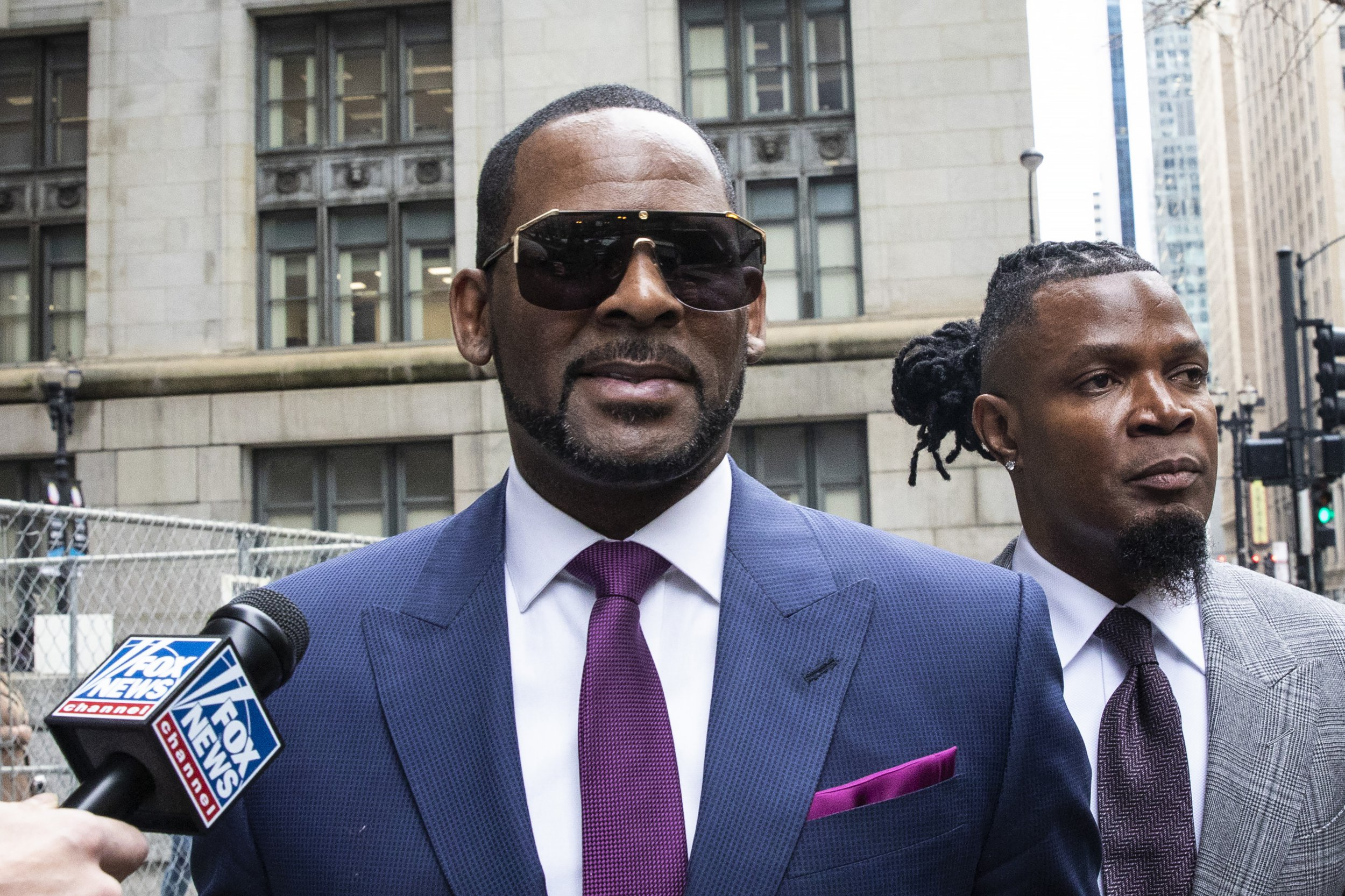 R Kelly wants to perform for royals in Dubai despite surrendering passport