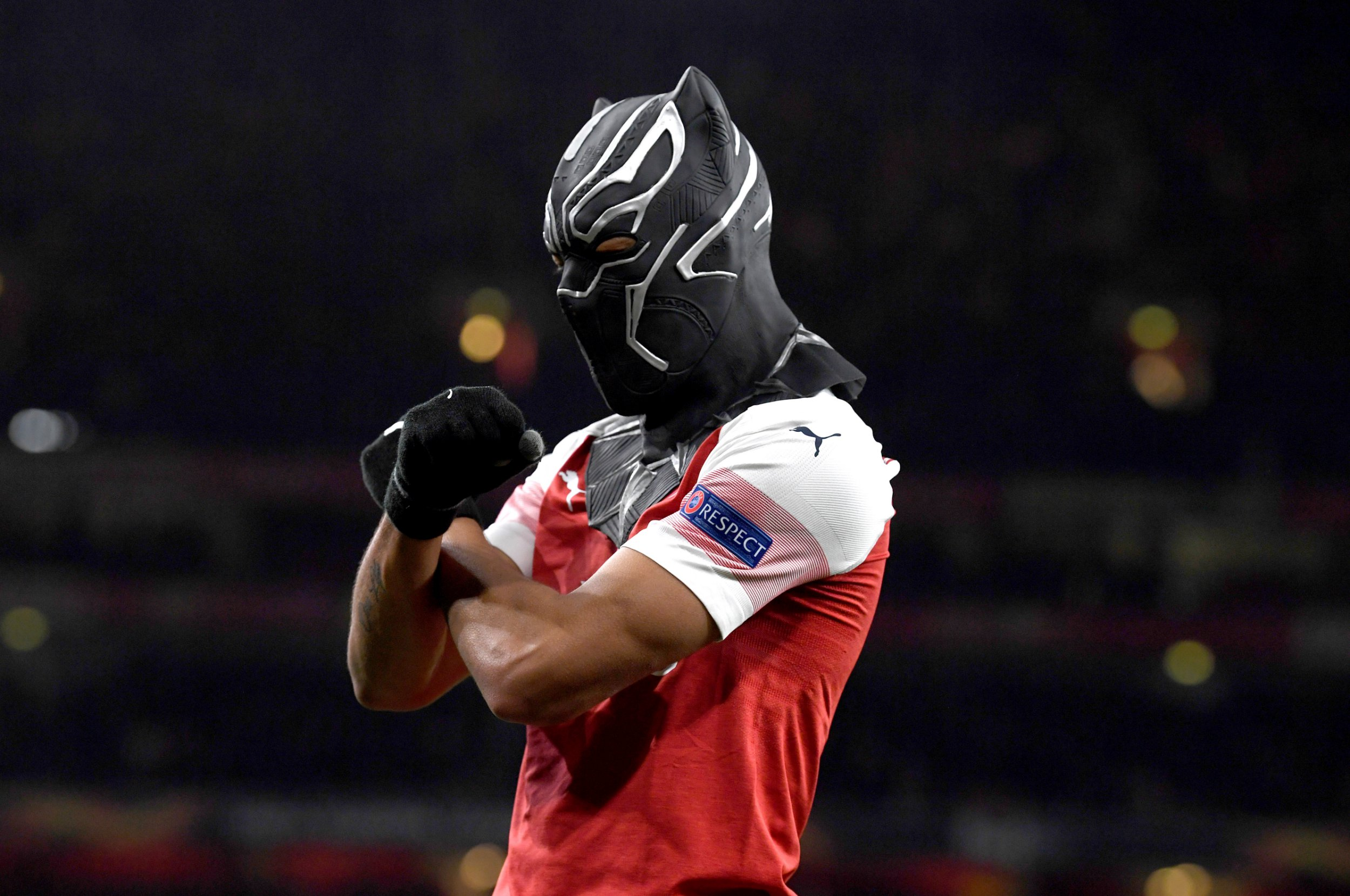 epa07437766 Arsenal's Pierre-Emerick Aubameyang wears a mask as he celebrates scoring the 3-0 goal during the UEFA Europa League soccer match between Arsenal and Stade Rennes at the Emirates Stadium in London, Britain, 14 March 2019. EPA/NEIL HALL