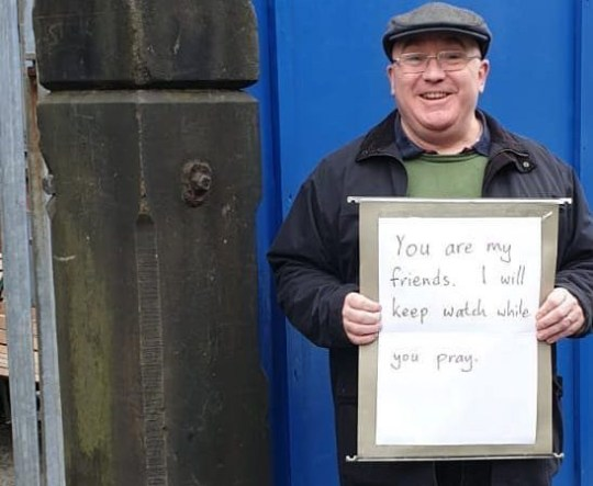 A beautiful gesture outside Madina Mosque in Manchester after Christchurch, New Zealand shooting. Unknown source/Taken without permission