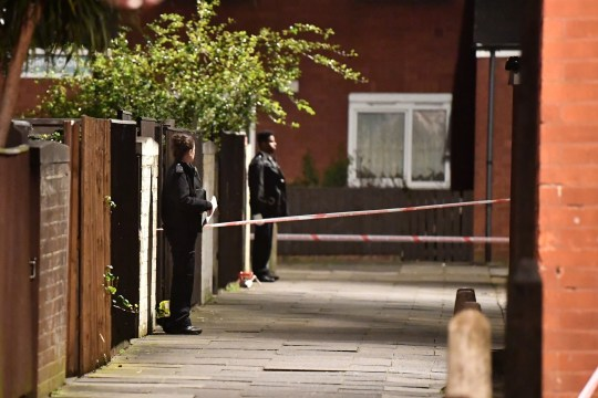 ?? Licensed to London News Pictures. 20/03/2019. London, UK. The scene in Knights Close Hackney, east London where a A 28-year-old man was shot by armed police after reportedly making threats to kill while armed with knives. Photo credit: Ben Cawthra/LNP
