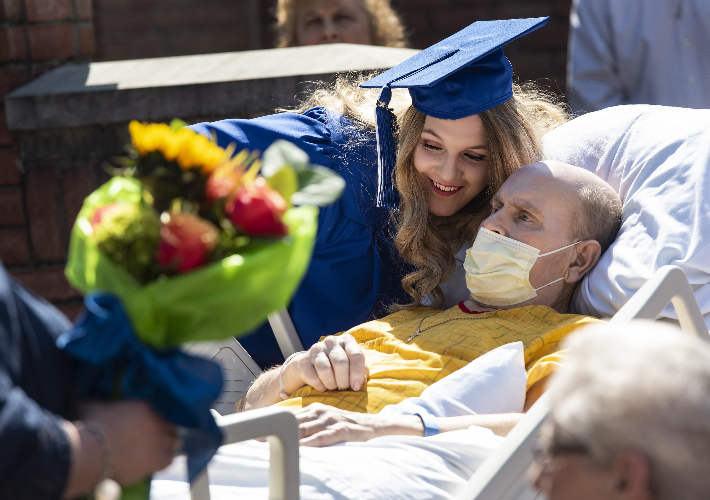School holds mock ceremony for student whose dad's dying wish was to see her graduate