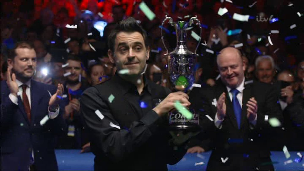 Ronnie O'Sullivan matches Stephen Hendry world record with Tour Championship victory