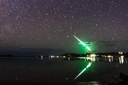 Skywatchers hunting the auroras spot 'mysterious green streak' instead Provider: Leoni WIlliams Source: https://www.abc.net.au/news/2019-03-29/tasmanian-stargazers-look-for-aurora-australis-get-mystery-flash/10954110?fbclid=IwAR2LXNYUD2QHFnT6E7k0VL2lO8CTfheCtRXhNqa18UMpobl3-z8q3bDs1vE