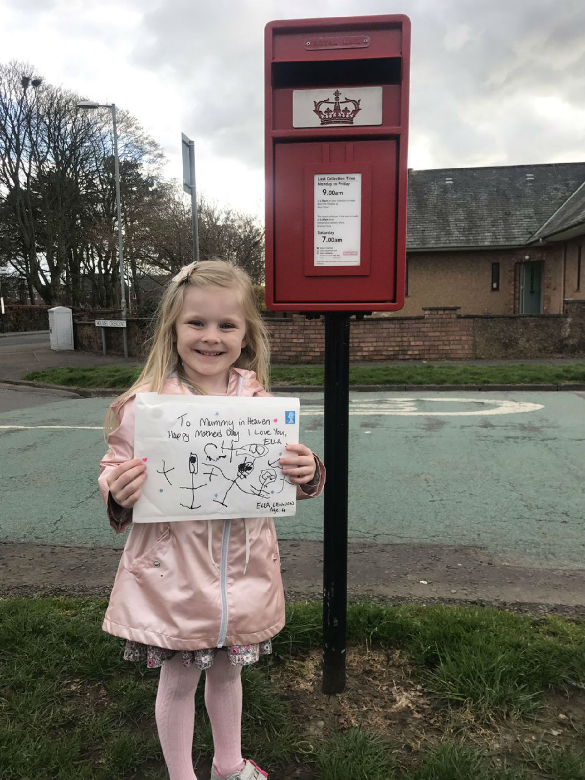 "A LITTLE girl sent her mum a heartbreaking Mother's Day card - four months after she died of cancer. Ella Lennon, four, put the card - addressed to ?mummy in heaven? - in a postbox ahead of her first Mother's Day without her mum. Then, in an incredibly warm-hearted gesture, a member of staff at Royal Mail sent Ella a letter back from her mum, saying how proud she was of her. The touching exchange was revealed by Ella's aunt, Linda Ross, on social media. Linda, from Kilmarnock, East Ayrshire, posted: ?On my sister's 1st heavenly Mother's Day, Ella sent her mummy a card. ""Today a kind stranger from the Royal Mail used their time to reply and make a little girl so happy!"""