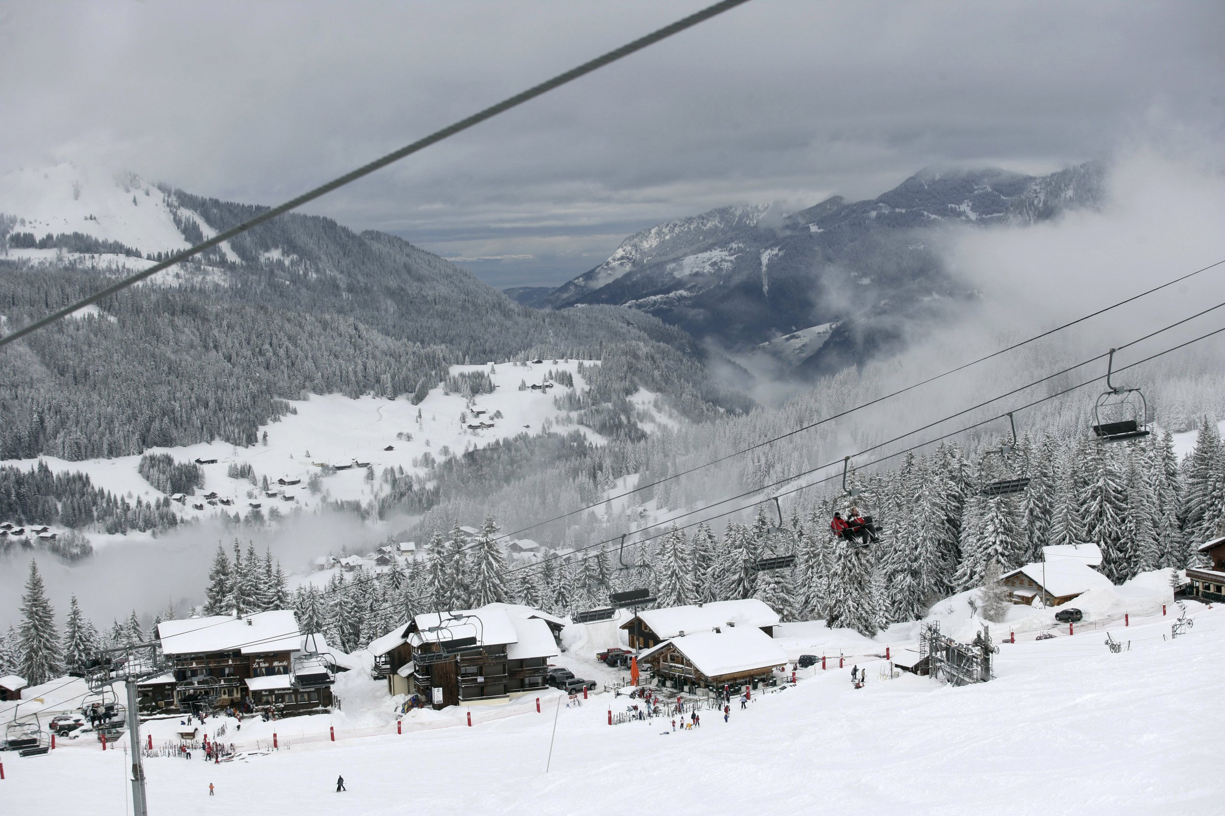 British snowboarder dies after falling nearly 100ft
