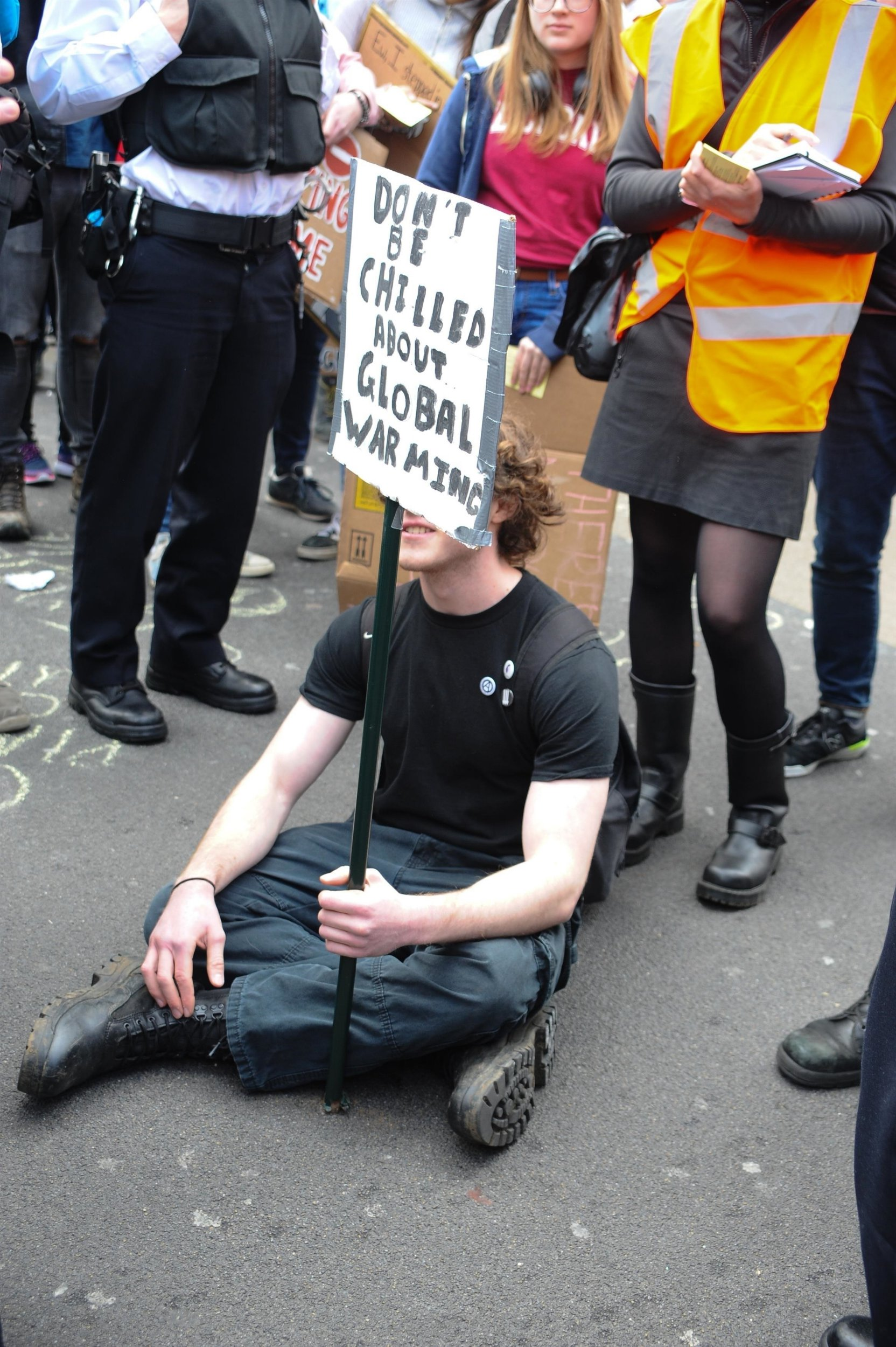 BGUK_1547664 - London, UNITED KINGDOM - Climate Change Protest, protesters block one side of Oxford Street by Oxford Circus tude station , Police arrive and persuade the Protesters including children to move. Leaving just one Protester who refuses to move and is arrested Pictured: GV, General View BACKGRID UK 12 APRIL 2019 UK: +44 208 344 2007 / uksales@backgrid.com USA: +1 310 798 9111 / usasales@backgrid.com *UK Clients - Pictures Containing Children Please Pixelate Face Prior To Publication*