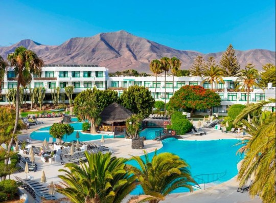 Family's dream holiday ruined. Julie Reeves, 42, and her husband David spent ?3,000 on an all-inclusive family holiday to Lanzarote. The couple travelled from Sheffield to spend a week at the H10 Lanzarote Princess in Playa Blanca with their daughter Jessica and Julie's niece Ria.
