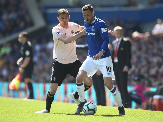 LIVERPOOL, ENGLAND - APRIL 21: Gylfi Sigurdsson of Everton holds off Nemanja Matic of Manchester United during the Premier League match between Everton FC and Manchester United at Goodison Park on April 21, 2019 in Liverpool, United Kingdom. (Photo by Jan Kruger/Getty Images)