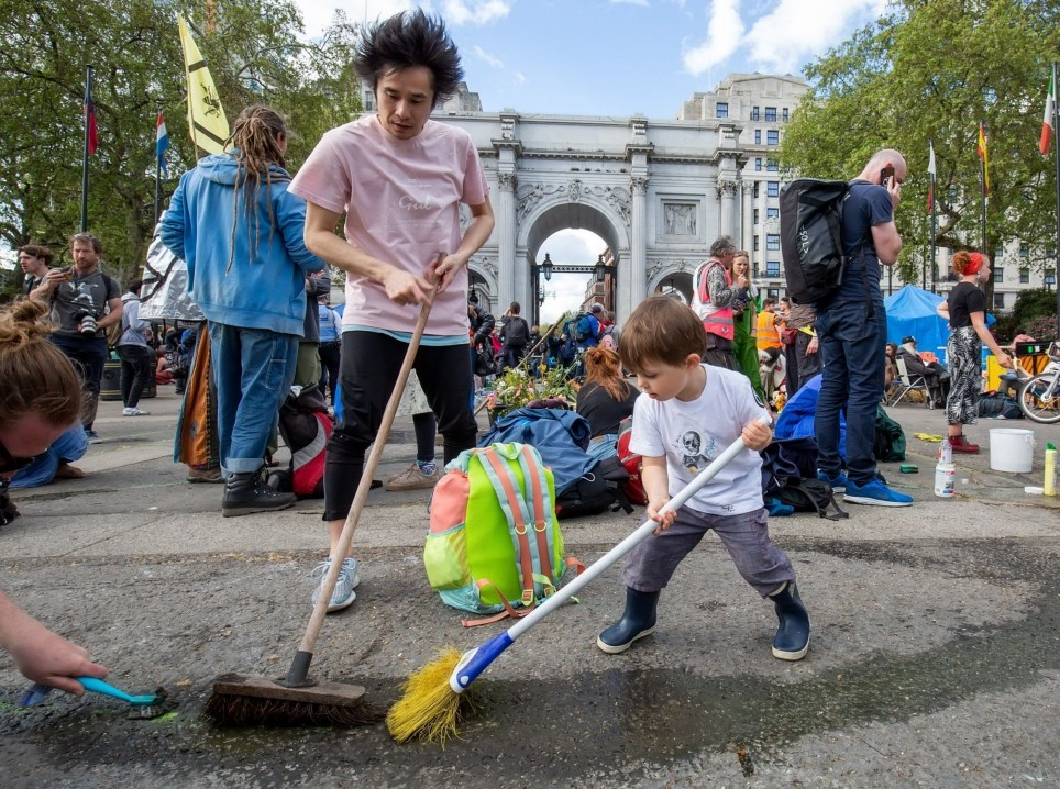 Mandatory Credit: Photo by Laura De Meo/REX (10218668o) Extintion rebellion protesters clean up their graffiti Extinction Rebellion Protest, London, UK - 25 Apr 2019