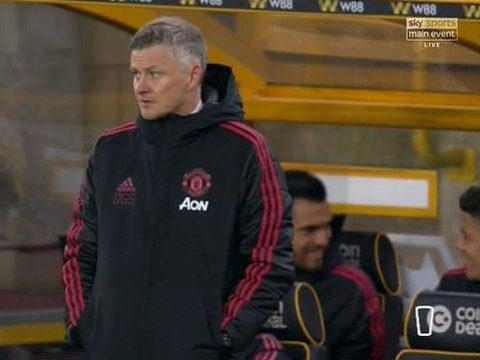 Manchester United fans slam two players for laughing on bench during Wolves defeat