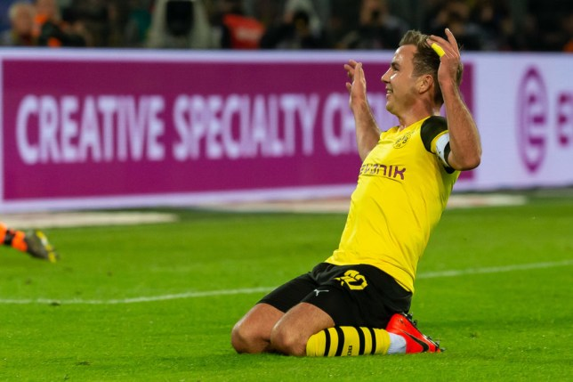 DORTMUND, GERMANY - FEBRUARY 24: Mario Goetze of Borussia Dortmund celebrates after scoring his team's third goal during the Bundesliga match between Borussia Dortmund and Bayer 04 Leverkusen at Signal Iduna Park on February 24, 2019 in Dortmund, Germany. (Photo by TF-Images/Getty Images)