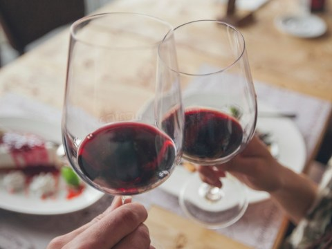 New study finds that wine prevents sore throats and dental plaque
