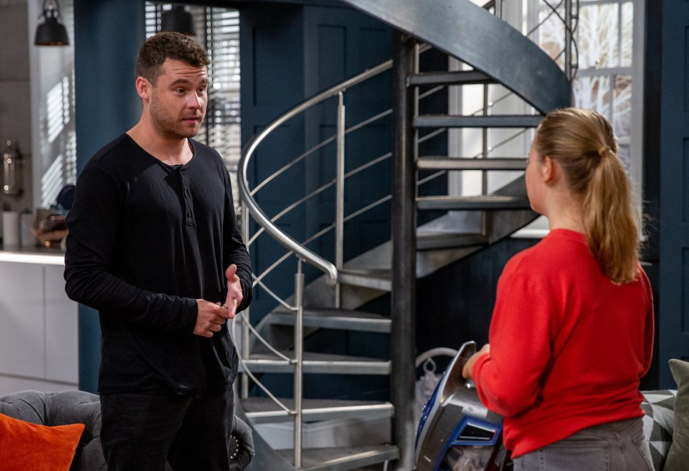 Aaron Dingle (Danny Miller) finds out the awful truth about Liv Flaherty (Isobel Steele)