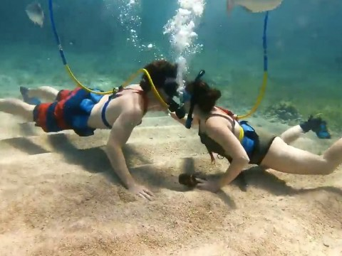 Man proposes to his girlfriend 30ft under the Caribbean Sea