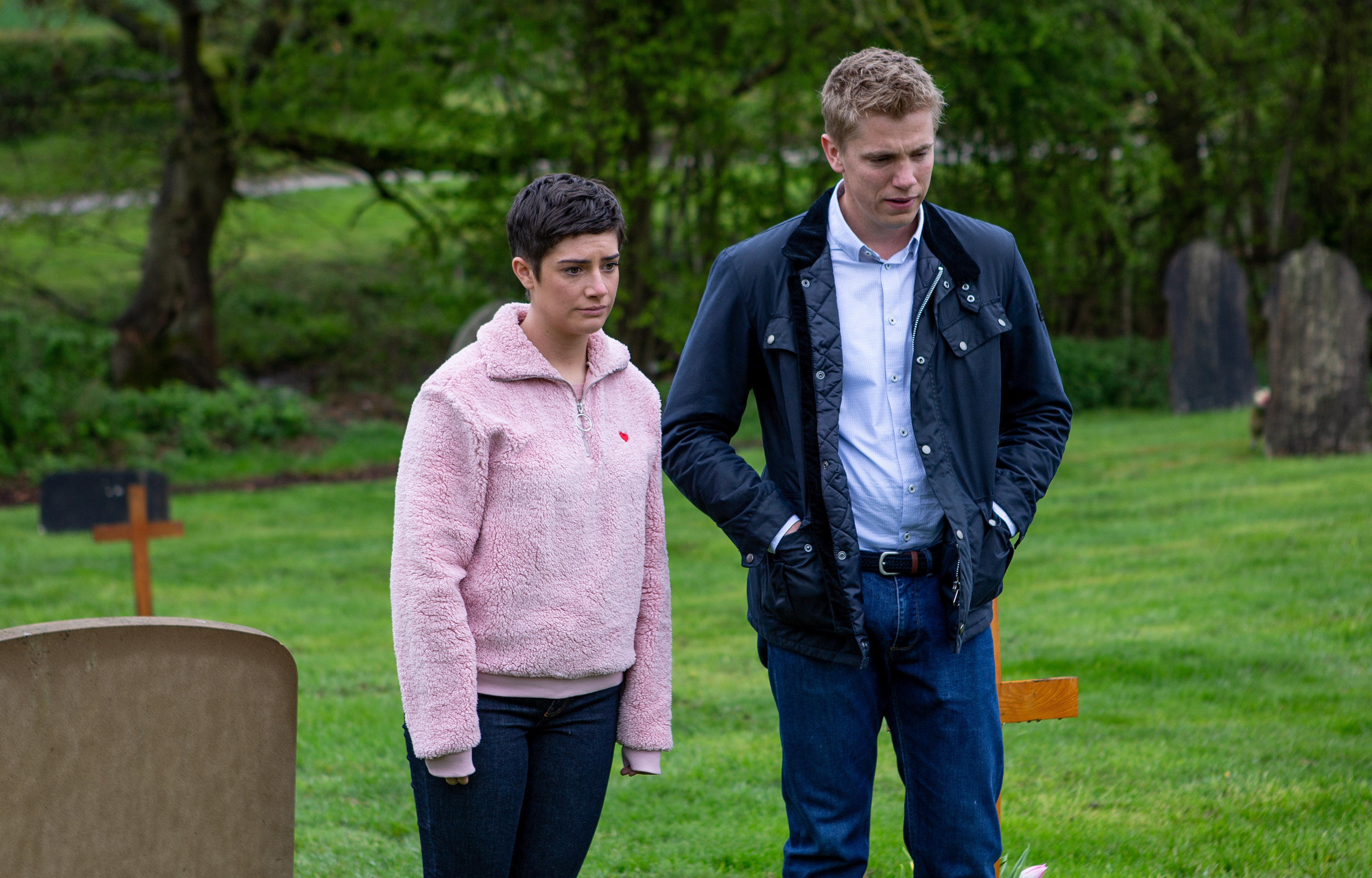 18_06_emm_victoria_robert_2nd_ep_01hddhdhdhgdhg-116e 10 Emmerdale spoilers: Maya shock exit, child death danger and Pete cheats with Kim?